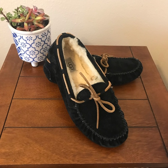 39411f3db80 Ugg black suede Dakota slipper/moccasins